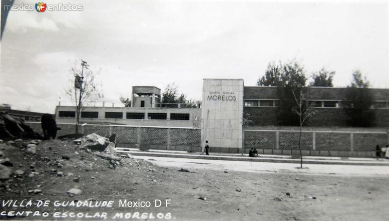 Centro escolar Morelos notece un puerco Hacia 1945