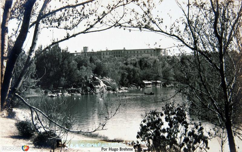 El castillo de Chapultepec y el Lago por el fotografo HUGO BREHME Hacia 1930