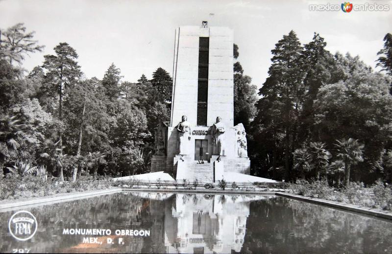 Monumento a OBREGON hacia 1945