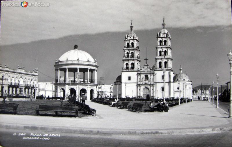 Plaza y la Catedral