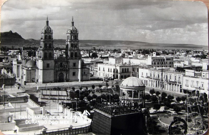 Plaza y la Catedral Hacia 1945