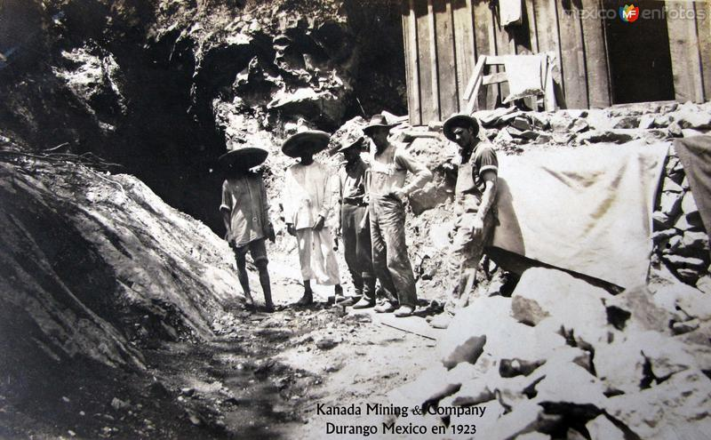 Mineros de la Compania Minera Kanada Hacia 1923