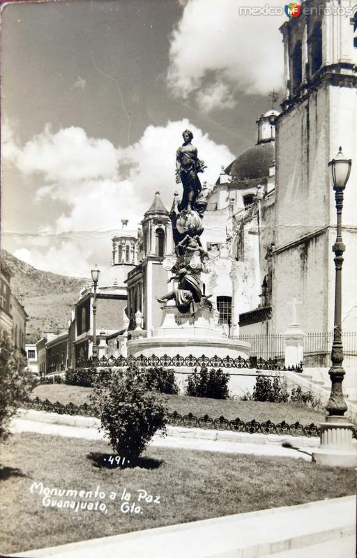 Estatua de la Paz Hacia 1945