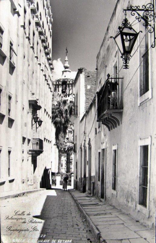 Escena Callejera CALLE DEL PADRE BELAUNZARAN Hacia 1945