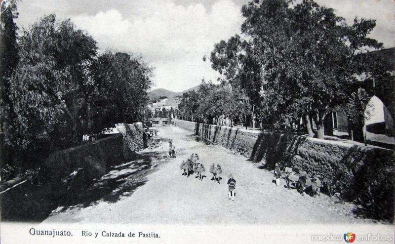 RIO Y CALZADA DE PASTITA Hacia 1909