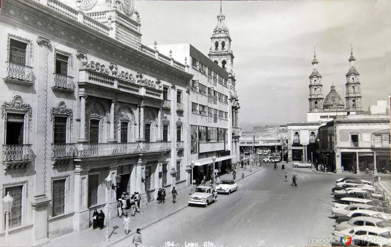 Escena Callejera AVENIDA Hacia 1945