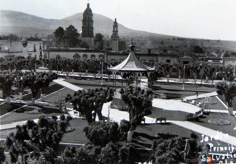 JARDIN Y PLAZA Hacia 1945