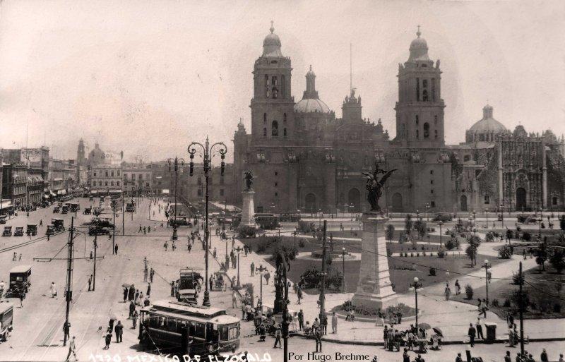 La Catedral poe el fotografo HUGO BREHME Hacia 1930