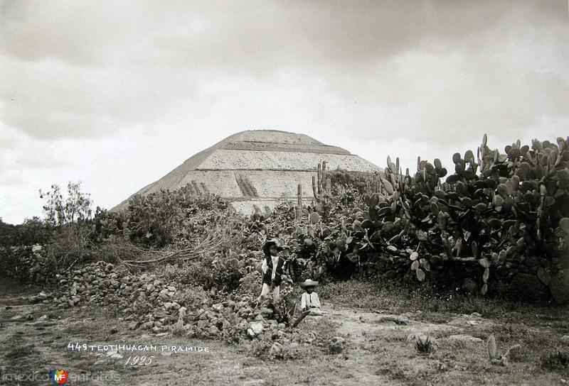 PIRAMIDE DEL SOL por el fotografo HUGO BREHME Hacia 1930