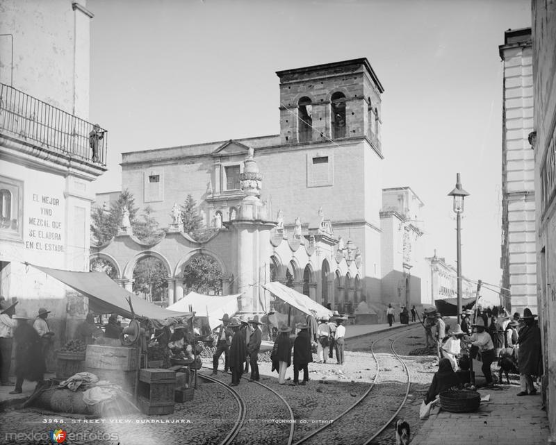 Templo de la Merced, Calle Pedro Loza y Avenida Hidalgo (por William Henry Jackson, c. 1887)