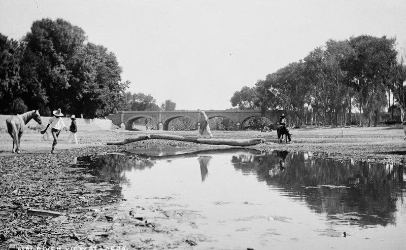 El río, cerca de Lagos (por William Henry Jackson, c. 1888)