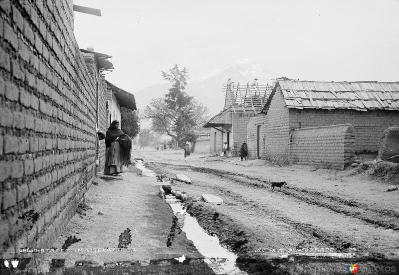 Calle en Amecameca (por William Henry Jackson, c. 1887)