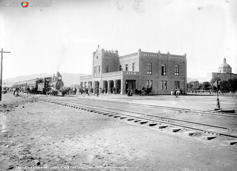Estación del Ferrocarril Nacional (por William Henry Jackson, c. 1888)