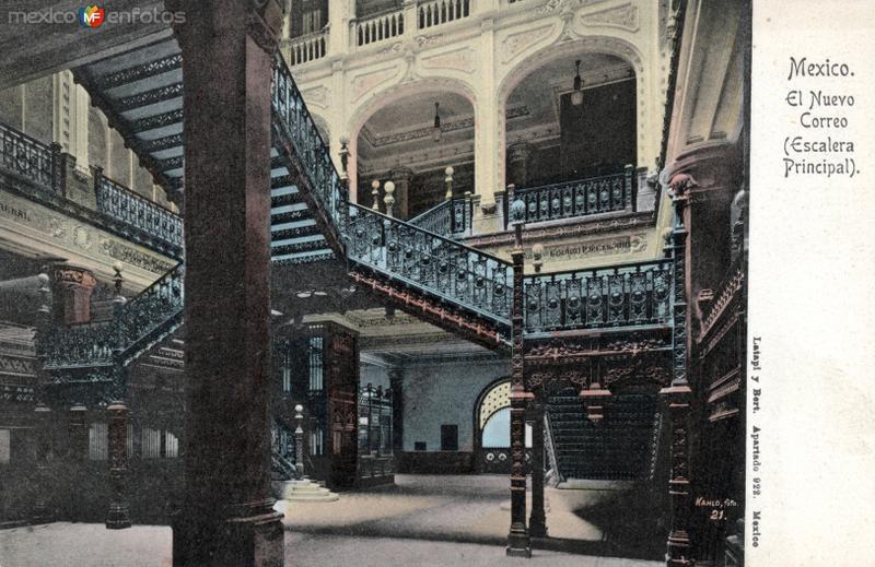 Escalera principal del Palacio Postal