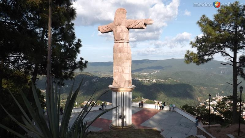 Vista del mirador del Cristo y la sierra de Taxco. Julio/2014
