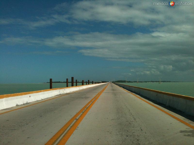 Puente de La Unidad y al fondo Isla Aguada. Diciembre/2014