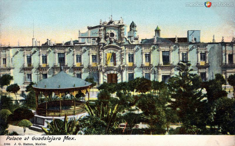 Plaza de Armas y Palacio de Gobierno