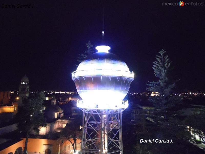 Bola del Agua de noche