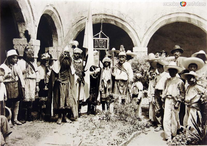 FIESTA RELIGIOSA Hacia 1930