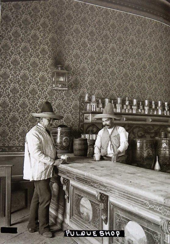 PULQUERIA Hacia 1900