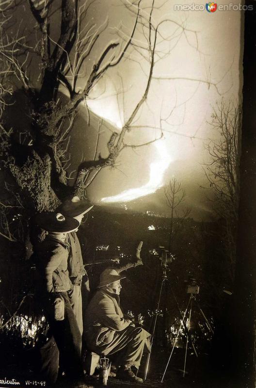 EL VOLCAN EN ERUPCION Hacia 1940