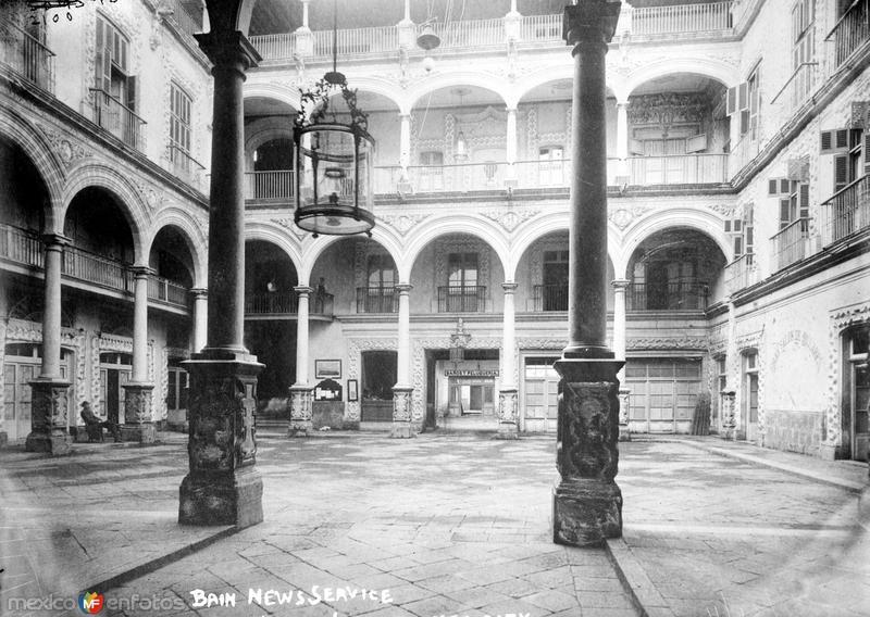 Patio del Hotel Iturbide (Bain News Service, c. 1910)
