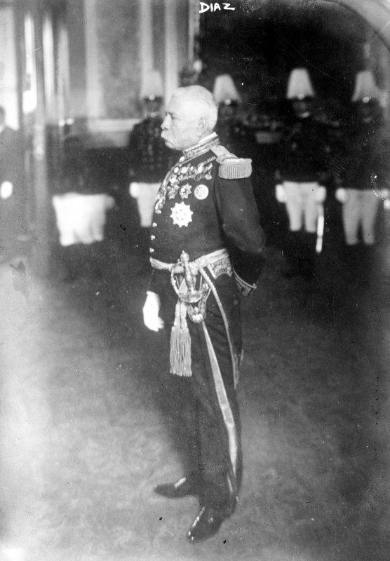 Porfirio Díaz en traje militar (Bain News Service, c. 1910)