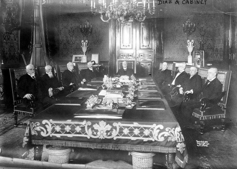 Porfirio Díaz y su gabinete presidencial (Bain News Service, c. 1910)