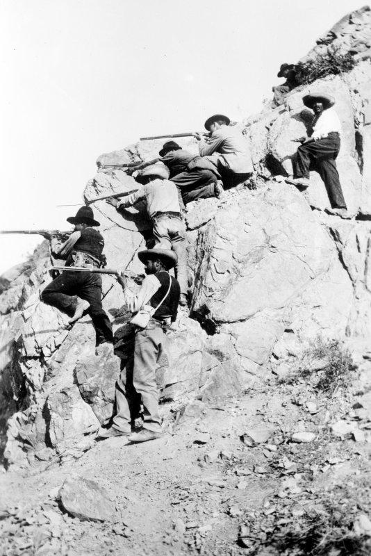 Revolucionarios en una batalla (Bain News Service, c. 1913)