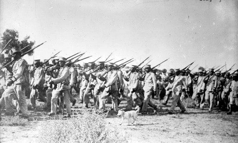 Tropas federales en Torreón, II (Bain News Service, c. 1914)