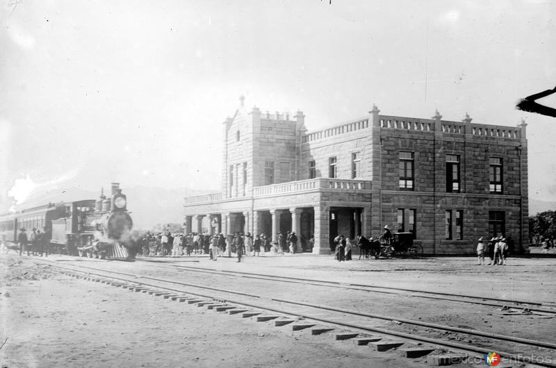 Una estación del Ferrocarril Nacional (Bain News Service, c. 1910)