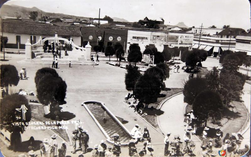 LA PLAZA Hacia 1945