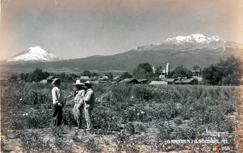 VOLCAN POPOCATEPETL E IXTACCIHUATL Hacia 1945