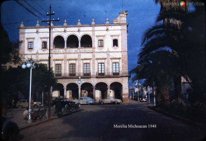 HOTEL VIRREY DE MENDOZA Y ECENA CALLEJERA Hacia 1948