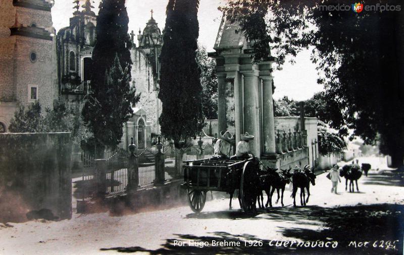 ESCENA CALLEJERA por el fotografo HUGO BREHME Hacia 1930
