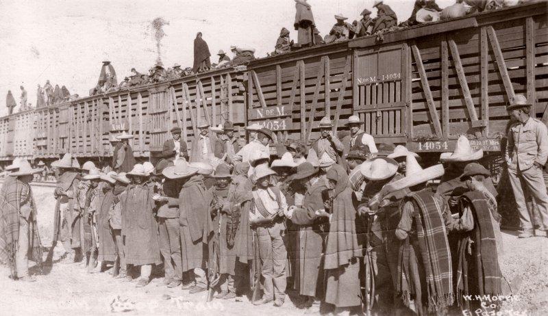 Abordando un tren durante la Revolución Mexicana
