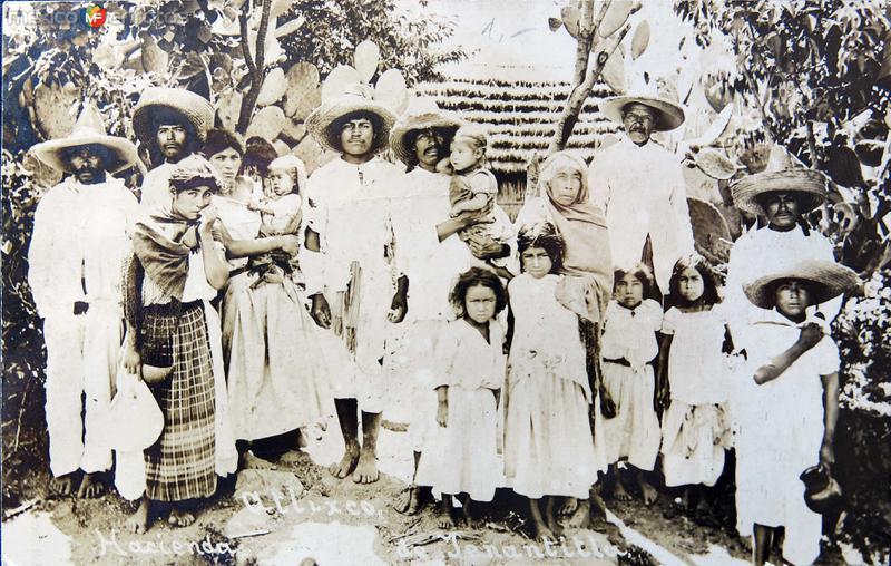 FAMILIA DE LA HACIENDA DE TENANTITLA Hacia 1909