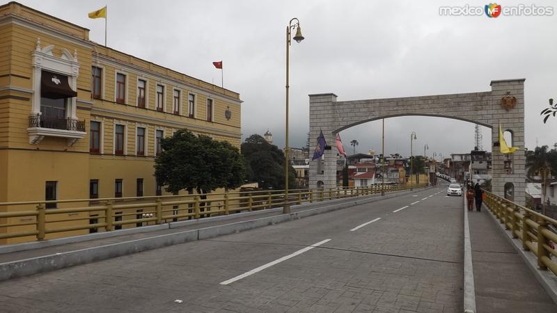 Av. Poniente 3 y vista posterior del Palacio Municipal. Diciembre/2014