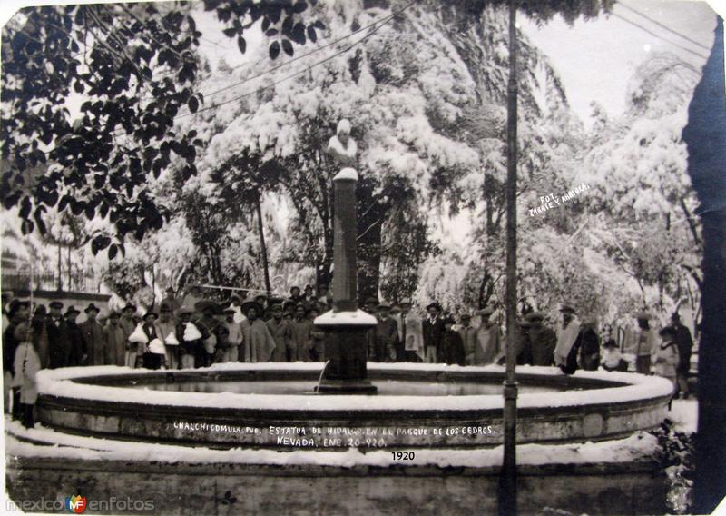 NEVADA DE 1920 Y ESTATUA DE HIDALGO