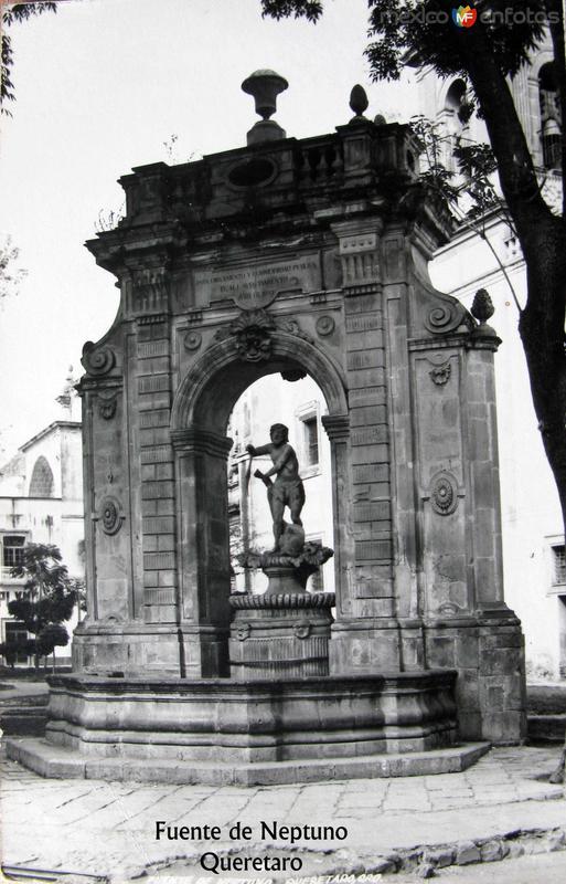 FUENTE DE NEPTUNO Hacia 1945