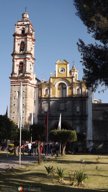 Fachada de la Parroquia de Santa Cruz Tlaxcala. Marzo/2015