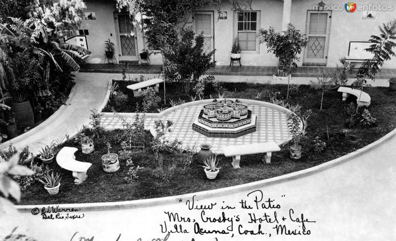 Patio del hotel y café de Mrs. Crosby