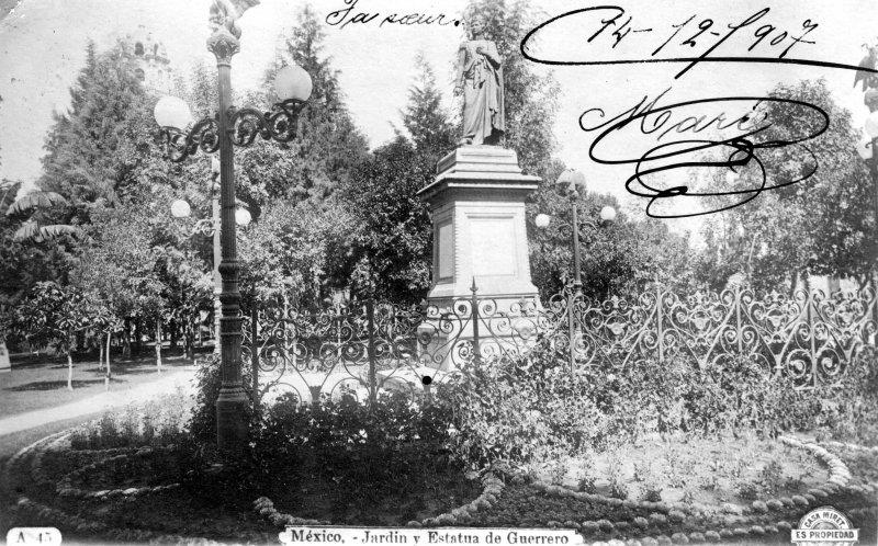 Jardín y estatua de Vicente Guerrero