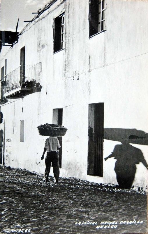 TIPOS MEXICANOS PANADERO por el fotografo MANUEL CARRILLO