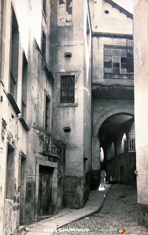 Pasaje de Los Arcos, por el fotografo Hugo Brehme circa 1930