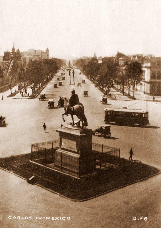 Paseo de la Reforma y monumento a Carlos IV
