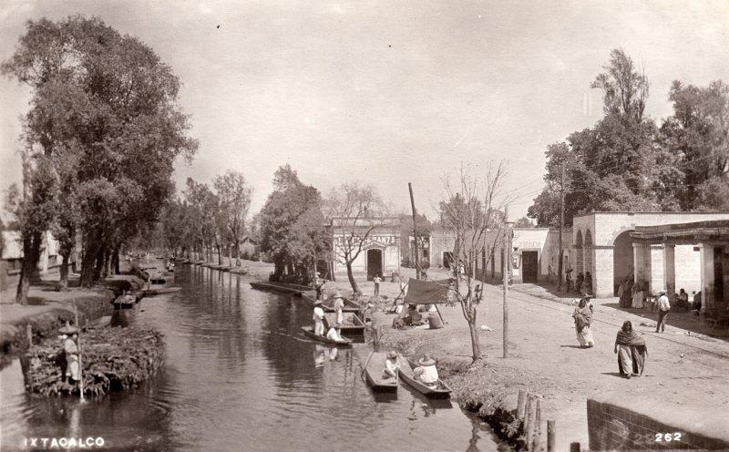 Canal de la Viga a su paso por el pueblo de Iztacalco