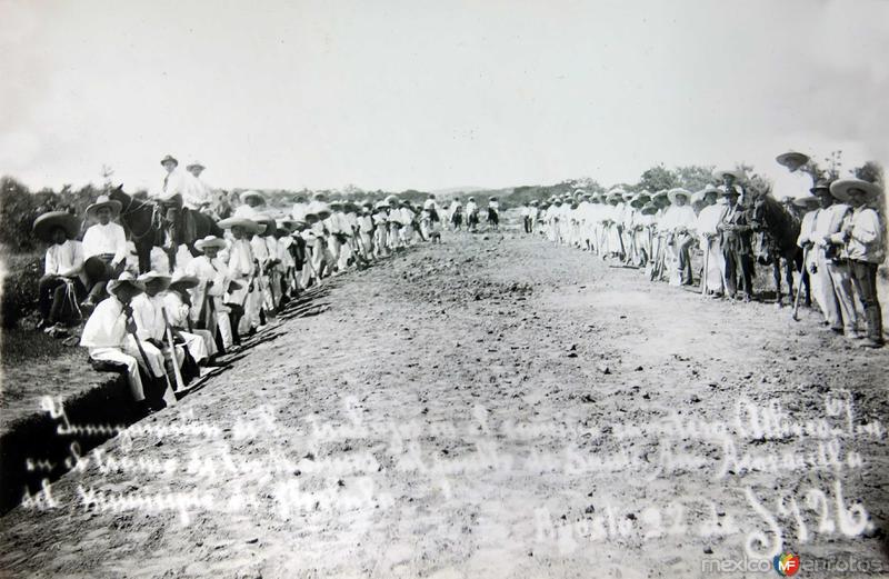 CONSTRUYENDO LA CARRETERA DE ATLIXCO A CHAMPUSCO MAYO DE 1928
