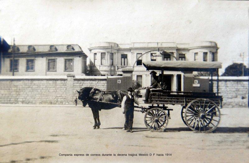 Compania express de correos durante la decena tragica Mexico D F hacia 1914