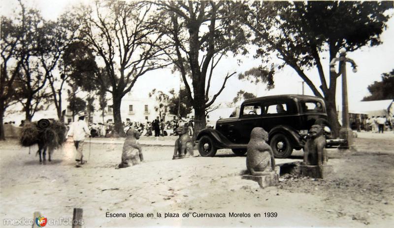 Escena tipica en la plaza de Cuernavaca Morelos en 1939